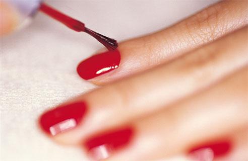 Come togliere le macchie di smalto per unghie dai vestiti?