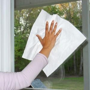 Come pulire i vetri delle finestre e gli specchi