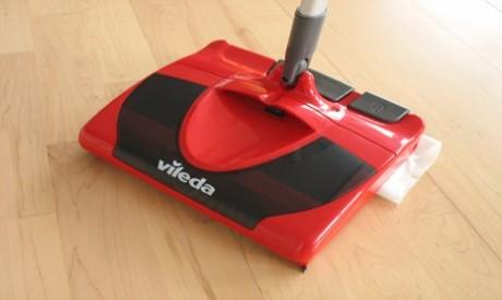Come pulire i pavimenti di casa con la scopa elettrica Vileda