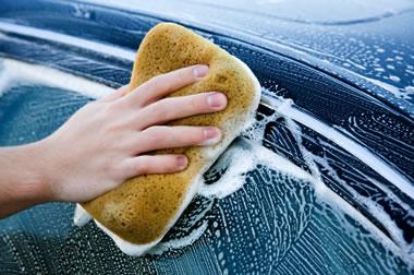 Come lavare e pulire gli interni dell'auto in modo ecologico