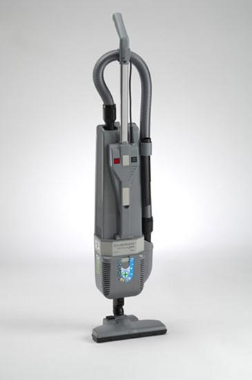 Pulire i pavimenti e i tappeti con la scopa elettrica Lindhaus