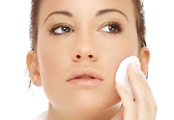 Come struccarsi correttamente e pulire bene il viso