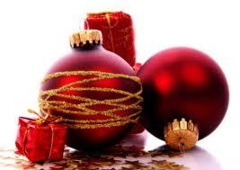 Come pulire l'albero di Natale e le sue decorazioni
