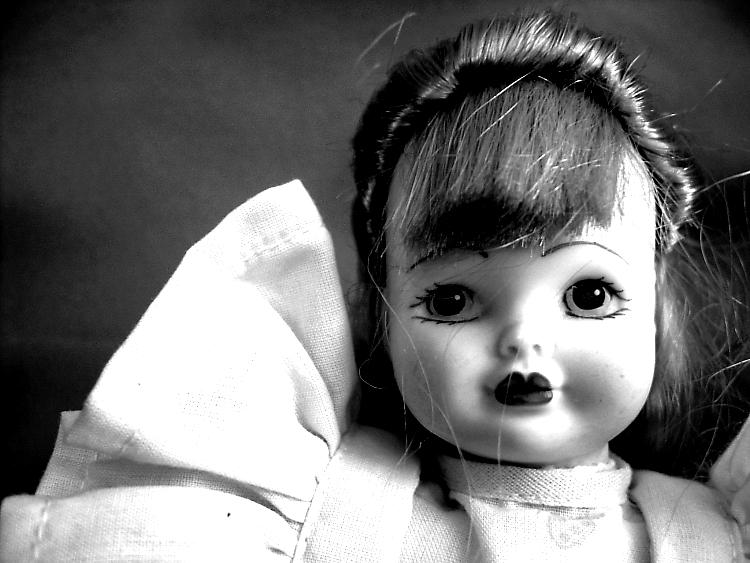 come pulire le bambole di porcellana