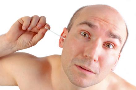 Come pulire le orecchie con un rimedio naturale fai da te