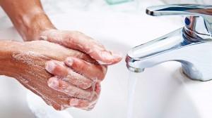 come pulire le mani dopo aver lavato il pesce