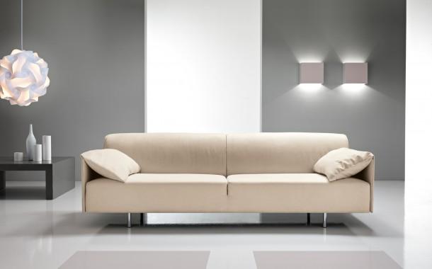 Come pulire un divano in microfibra
