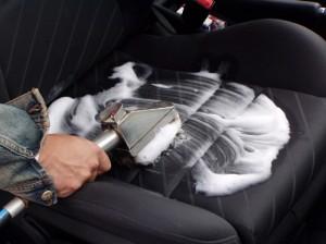 pulizia della tappezzeria dell'auto