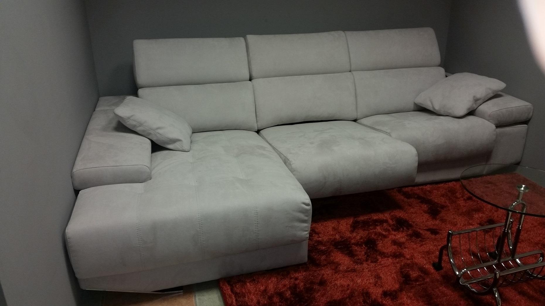 Come pulire il divano in alcantara