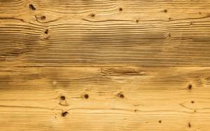 pulizia dei mobili in legno