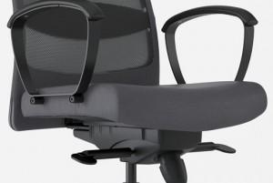 pulizia della sedia da ufficio