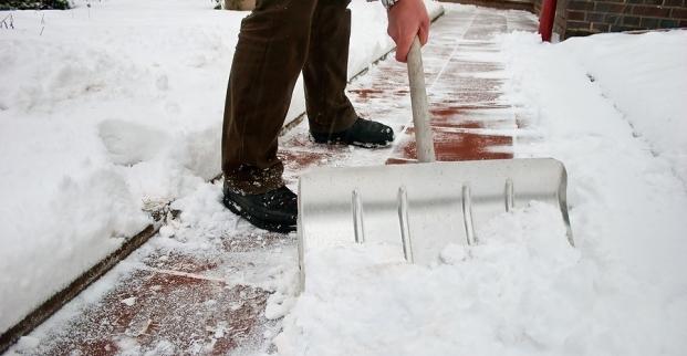 Come togliere il ghiaccio dal pavimento
