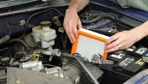 pulizia del filtro dell'aria dell'auto