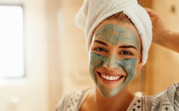 5 maschere naturali per la pulizia del viso di primavera