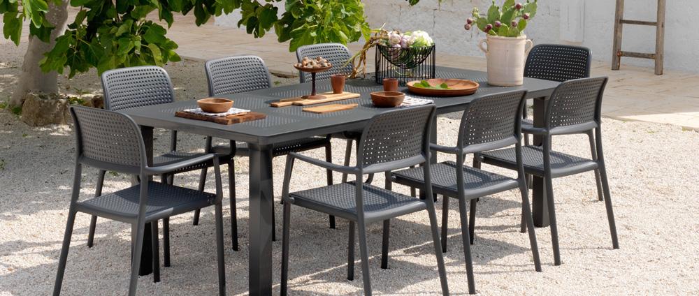 Tavoli E Sedie In Plastica Da Giardino.Come Pulire Il Tavolo E Le Sedie In Plastica