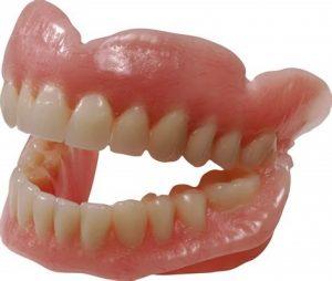 Pulizia della dentiera