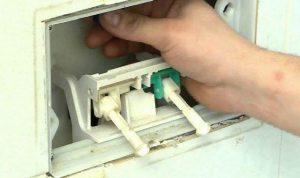 come eliminare il calcare dalla cassetta del wc