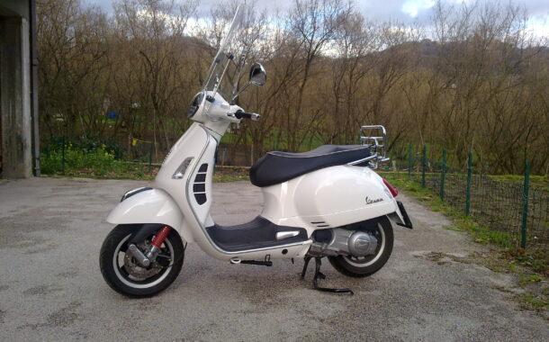Come pulire il parabrezza dello scooter
