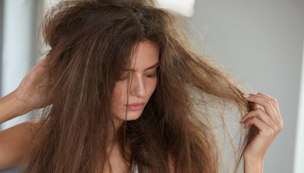 Come nutrire i capelli dopo l'estate